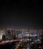 Osaka natthorisont med stjärnor arkivfoto