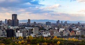 Osaka pejzaż miejski z chmurzącym niebem zdjęcia stock