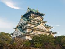 Osaka-Schloss an der Dämmerung Lizenzfreie Stockbilder
