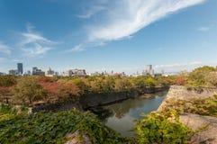 Osaka Skyline von Osaka Castle Stockfotografie