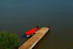 Osamotniona łódź Fotografia Stock
