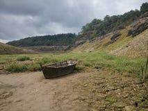 Osamotniona łódź obrazy stock