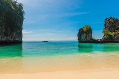osamotniona łódź w Andaman morzu przeciw tłu obraz royalty free