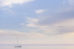 Osamotniona łódź Zdjęcie Royalty Free