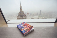 Osamotniona planety podróży książka, Szanghaj, Chiny Zdjęcia Royalty Free