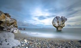 Osamotniona rockowa rzeźba przy kształtem serce, Preveli, Crete Zdjęcie Royalty Free