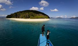 Osamotniona tropikalna pustynna wyspa Zdjęcie Royalty Free