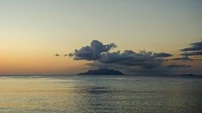 Osamotniona wyspa w oceanie Obrazy Stock