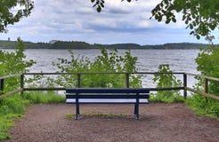 Osamotnione drewniane ławki cisi miejsca brać po całym północny Europe obrazy royalty free