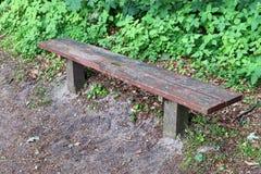 Osamotnione drewniane ławki cisi miejsca brać po całym północny Europe zdjęcie royalty free