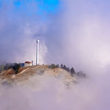 Osamotniony budynek w górach obrazy royalty free