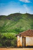 Osamotniony hovel w górach, wzgórzach/ zdjęcie stock