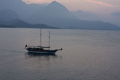 Osamotniony jacht Obraz Royalty Free
