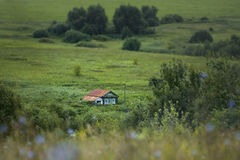 Osamotniony mały dom na wsi Fotografia Royalty Free