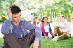 Osamotniony studencki uczucie wykluczający na kampusie Zdjęcie Stock