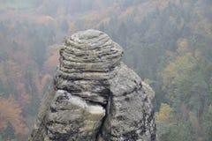 Osamotniony szczyt w krajobrazowym parku Fotografia Stock