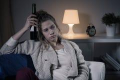 Osamotniony wieczór z winem fotografia stock
