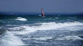 osamotniony windsurfer Zdjęcie Royalty Free