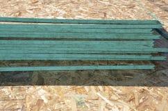 OSB-spånskiva, staplad iscensatt wood durk royaltyfri bild