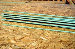 OSB-spånskiva, staplad iscensatt wood durk royaltyfria foton