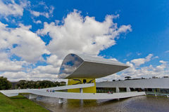 Oscar Niemeyer Museu, Curitiba, el Brasil Foto de archivo