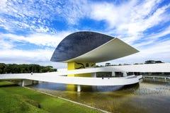 Oscar Niemeyer Museum (aka MÅNDAG) i Curitiba, Parana, Brasilien Arkivbild
