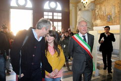 The oscar-winning alfonso Cuarón with dauther Bu. In the photo with her daughter Bu director and the mayor of Pietrasanta Domenico Lombardi. The oscar-winning stock images