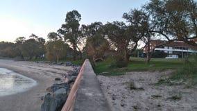 Oscila la playa al azar linda de la perspectiva foto de archivo