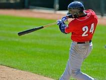 Oscilación de béisbol de la liga menor Foto de archivo libre de regalías