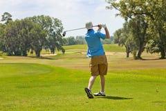 Oscilación de un golfista Imagen de archivo