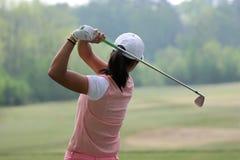 Oscilación del golf de la señora Fotografía de archivo libre de regalías
