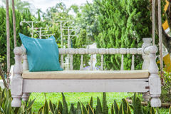 Oscilación del vintage y almohada del verde de azules turquesa Fotografía de archivo libre de regalías