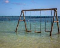 Oscilación en el agua en la playa, Belice fotografía de archivo libre de regalías