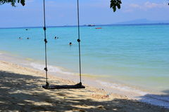 Oscilación en la playa Imagen de archivo