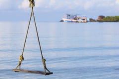 Oscilación y mar Imagen de archivo libre de regalías