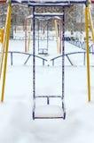 Oscilaciones nevados del ` s de los niños Paisaje del invierno Imagen de archivo libre de regalías