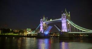 Oscilando un puente muy hermoso de Londres almacen de video