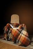 Oscilar-silla con la tela escocesa y el libro Fotos de archivo libres de regalías