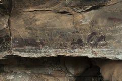 Oscile el dibujo de la última gente larga de San (bosquimano) en cueva del castillo de Giants fotos de archivo libres de regalías