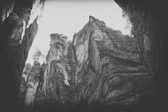 Oscile la ciudad, parque nacional de Adrspach-Teplice en República Checa, blanco y negro Fotografía de archivo