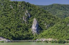 Oscile la escultura de Decebalus en el río Danubio en Rumania Imágenes de archivo libres de regalías
