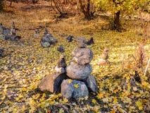 Oscile las opiniones del bosque de las pilas, de Autumn Fall del mojón que caminan a través de árboles en Rose Canyon Yellow Fork foto de archivo libre de regalías