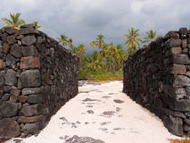 Oscile las paredes de Pu'uhonua o Honaunau - lugar del refugio Fotos de archivo libres de regalías