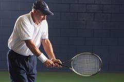 Oscillation aînée de tennis de forme physique Images libres de droits