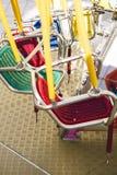 Oscillation colorée en parc d'attractions Photographie stock