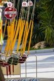 Oscillation colorée en parc d'attractions Photo libre de droits