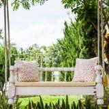 Oscillation de vintage et oreiller rose-clair de fleur Photo stock