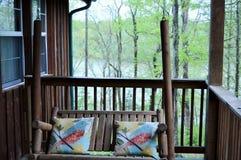 Oscillation en bois de porche Photo libre de droits