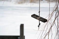 Oscillation en bois sur la corde Photo libre de droits