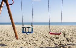 Oscillation isolée sur la plage Photo stock
